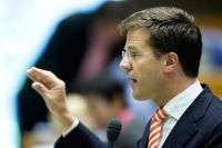 Mark Rutte looking at his fingers