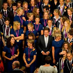 Mark Rutte does'nt know where to look