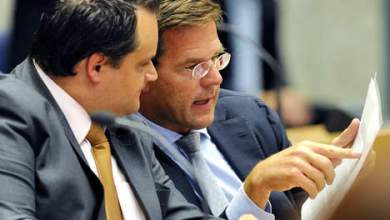 Rutte looking at a menu