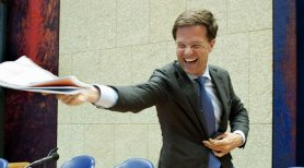 Mark Rutte looking at papers