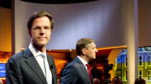Mark Rutte not looking at Buma