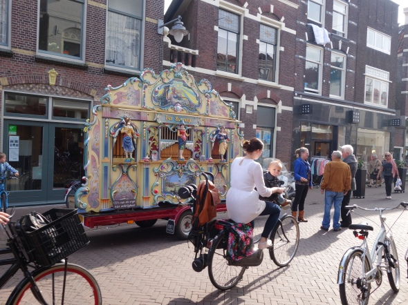 weekly photochallenge - Streetlife in Holland   Withcwithaview