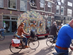 weekly photochallenge - Streetlife in Holland | witchwithaview