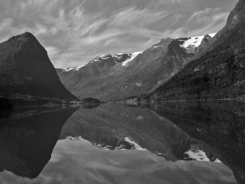 landscape_mountains_reflection