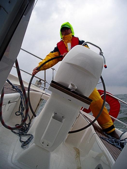 25 knots wind