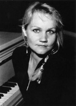 Eva_the_the_piano