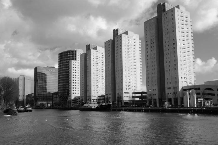 monochrome monday rotterdam gebouw de Maas