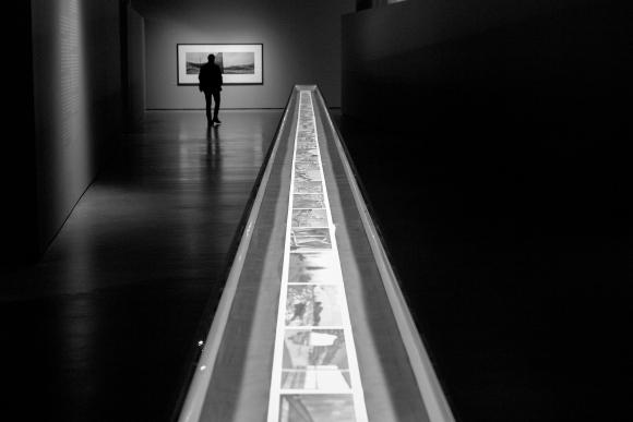 monochrome-monday-the-wall